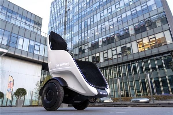 """赛格威发布新款升级版""""轮椅平衡车"""":代步坐在上面更舒适"""