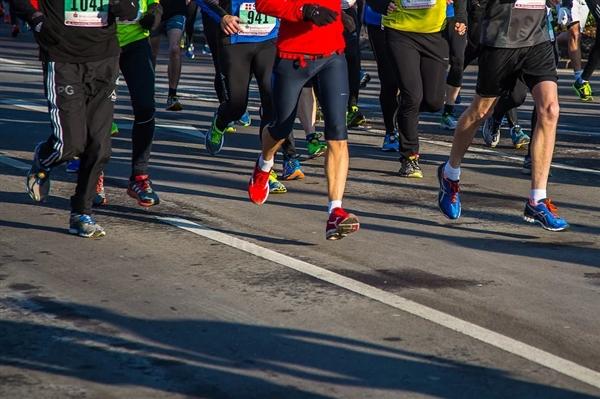 新研究:跑马拉松能年轻4岁 长跑对健康大有好处