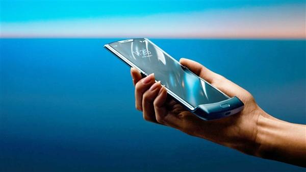 联想公布Razr上下折叠屏手机 将在今年第二季度末正式亮相
