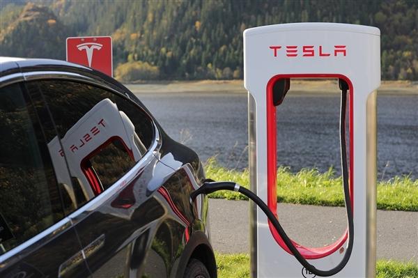 特斯拉调整超级充电桩收费新政策:充电过程中消耗的所有电量也要进行收费