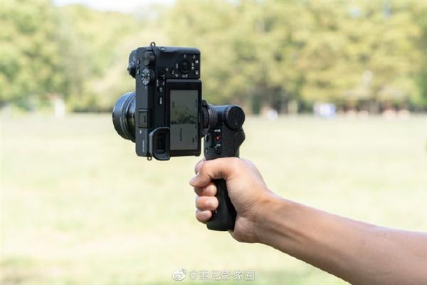索尼推出旗下首款无线蓝牙拍摄手柄:微单和黑卡相机组合俱佳