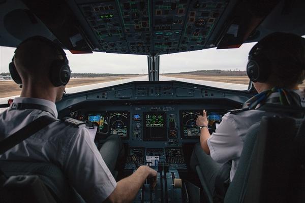 历史上首位携带艾滋病毒飞行员:31岁的他时候终于实现了飞行员的梦想