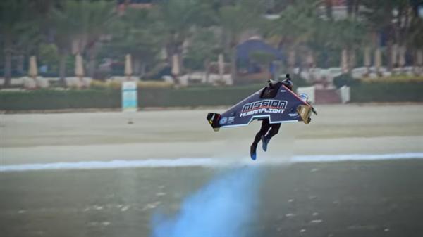 Jetman研发碳纤维飞行服:有了它瞬间变身钢铁侠让你离地千米飞行