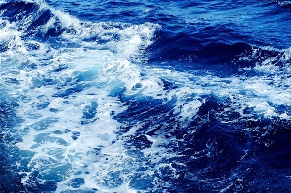 无人幽灵船漂泊一年意外靠岸:在爱尔兰海岸搁浅