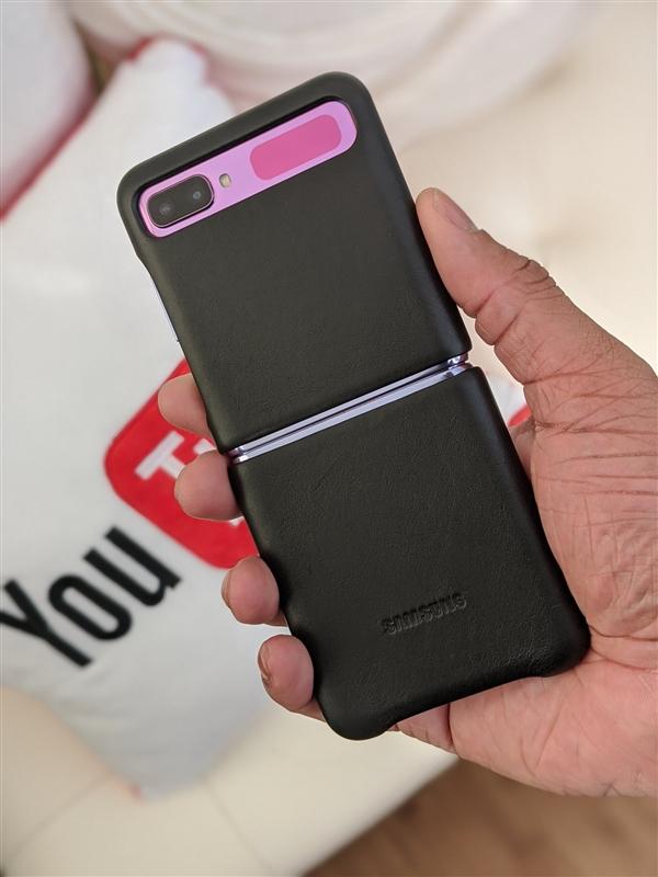 三星Galaxy Z Flip戴上保护壳原来是这个样子!