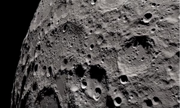 4K高清视频下的月球原来是这样的:画面震撼