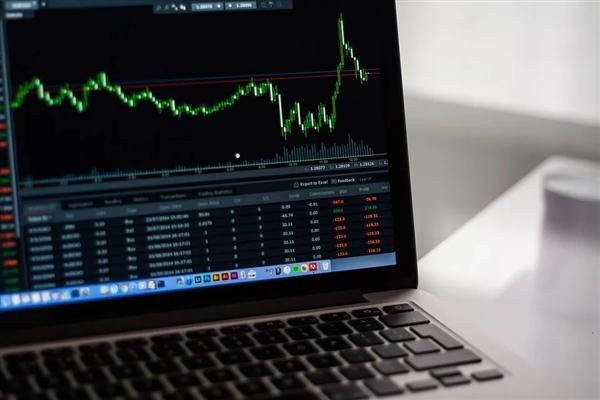 """欧美的""""黑色星期一"""" :股价大跌 避险资产受追捧上涨"""