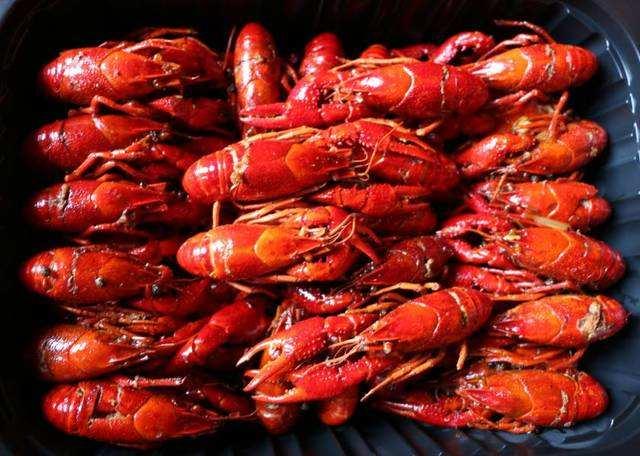 武汉激增宵夜需求 小龙虾外卖一周增11倍