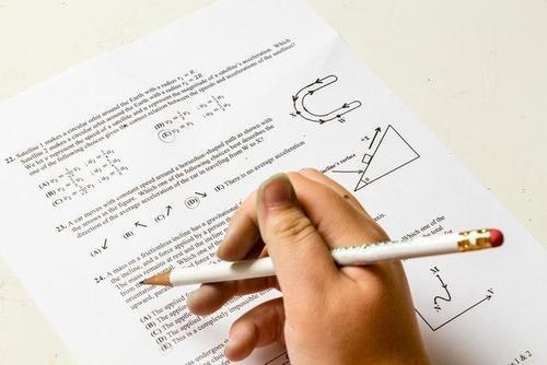 教育部有关负责人回应高考延期热点话题