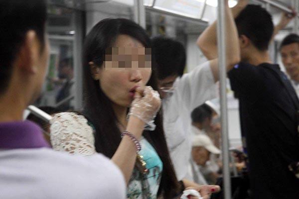 四月一日起 地铁上不得吃韭菜盒子 禁止手机外放