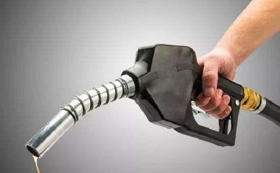 """油价""""跳水""""世界经济受冲击"""