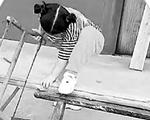 锯木头、刨木头、量尺划线……用传统手艺做木工 7岁女娃做木工千万网友围观