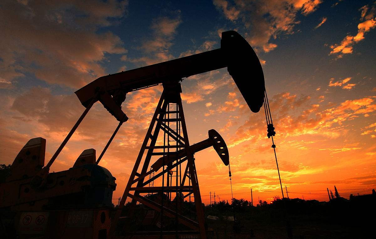 多项利好助推油价上涨 黄金持续高位震荡走势